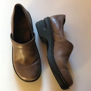 EUC- Born Clogs in Brown Leather